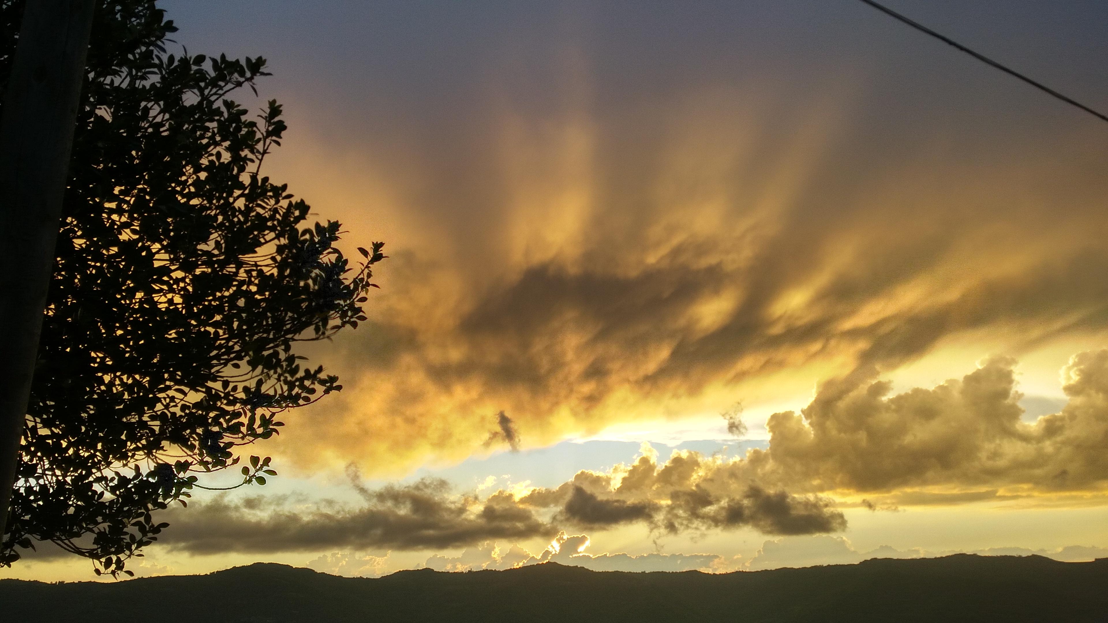 Spektakuläre Sonnenuntergänge in Cascina Madia