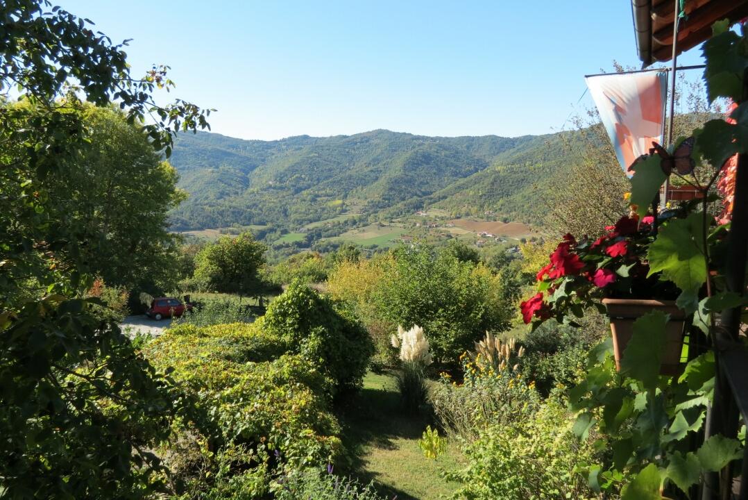 Von Barolo aus hat man den fantastischen Blick auf die Hügel des Bormidatales.